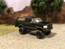 1994 Ford Bronco Lifted 4x4 Custom 1/64 Diecast 4WD Truck Off Road Greenlight