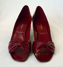 Siegerson Morrison ($425.) NEW Classic Kitten Heel Sz 8 Red Pat Lther Italy NWB.