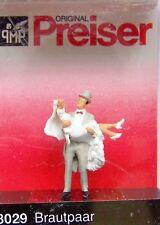 HO Preiser GROOM CARRYING BRIDE : Wedding Couple Figures # 28029