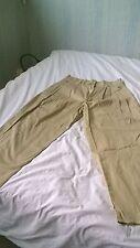 1 Pantalon à pinces neuf couleur beige T 42 +1 bleu T 44 occasion