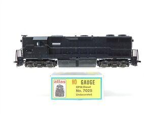 HO Scale Atlas 7025 Undecorated GP-38 Diesel Locomotive