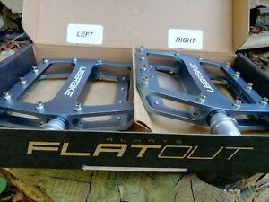 Uberbike Flatout MTB Platform Pedal - Gunmetal not hope dmr
