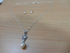 Set of Lovely White Shell Pearl Pendant & stud Earrings on S/Silver Plated Chain