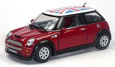 NUOVO: MINI COOPER S modello da collezione 1:28 rosso con bandiera britannica di Kinsmart