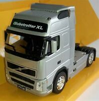 1:32 Scale Welly 32630S Volvo FH12 Globetrotter Tractor Unit - Silver - BNIB
