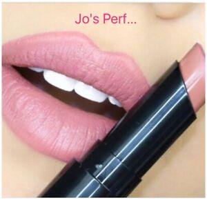 LA L.A Girl Matte Flat Velvet Lipstick - SNUGGLE GLC812 New and Sealed Full Size