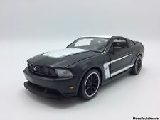 "Ford Mustang Boss 302  - 1:24 MAISTO  "" matte BLACKSeries "" NEU"