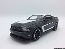 "Ford Mustang Boss 302  - 1:24 MAISTO  "" matte BLACKSeries "" >>NEW<<"