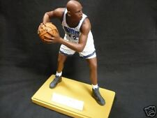 """SHAQUILLE O'NEAL  AUTOGRAPHED 10 3/4"""" SPORT Sculpture SIGNED"""