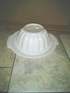 TUPPERWARE STAR JELLO MOLD WITH SERVING PLATE NO LID 616