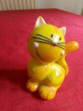 Pot cat figurine