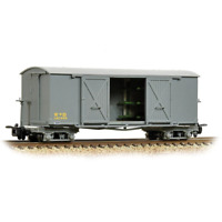 Bachmann 393-025A OO-9 Gauge WD Bogie Covered Ambulance Van