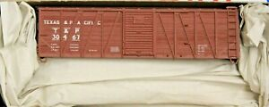 HO SCALE -  ACCURAIL 4512 TEXAS & PACIFIC 40'  Wood Boxcar # 30467 - KIT