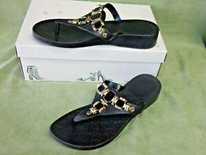 Womens size 8 black w/ gold hardware & black stones flip flops sandals shoes emb