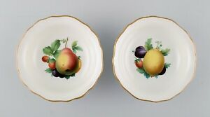 Two Meissen bowls in hand-painted porcelain with fruit motifs and gold edge.