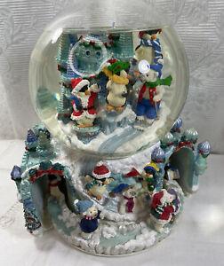 Vtg Kirkland MUSICAL Christmas SNOW GLOBE w/Revolving Base-Penguins-Bears