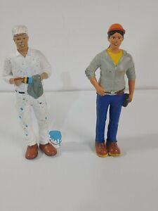 "LAKESHORE Community5""  Figure lot; elderly Painter and construction woman"