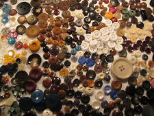 LOOK 3 LBS VINTAGE BUTTONS, OLD TO NOW, CHUNKIES! MIXED LOT CHUNKY BUTTONS!