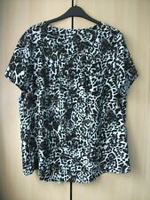 Ladies leopard print short sleeved top size 18 in a VGC