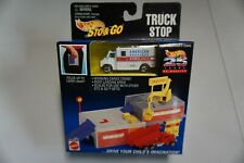 1995 Hot Wheels Sto & Go Truck Stop with RARE AMBULANCE VARIATION New
