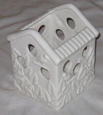 "White 7 1/2"" Ceramic Bird Embossed Home Bird House"