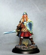 DARK SWORD MINIATURES - DSM7322 Female Warrior w/Sword & Shield