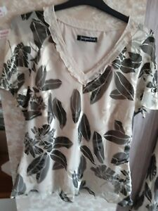 Jacques vert 20 skirt suit, occation wear, cream Metallica black pattern
