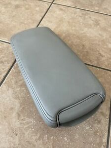 2006 TO 2013 LEXUS IS250 IS350 GRAY ARMREST CONSOLE LID ARM REST OEM