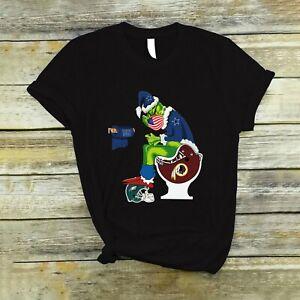 Funny T-Shirt, Dallas Cowboys Grinch Sitting On New York Giants Toilet Shirt