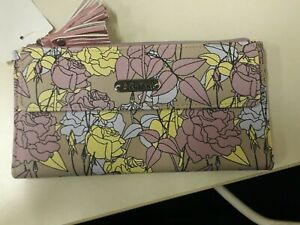 Buxton womens wallet