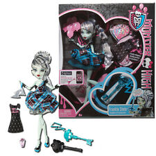 Monster High Draculaura's Sweet 1600 - Frankie Stein with Skeleton Key Invite