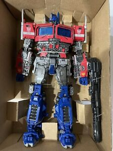 Transformers Movie Masterpiece MPM-12 Optimus Prime (Bumblebee) Exclusive *READ*