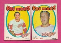 1971-72 OPC RED WINGS ALEX DELVECCHIO +JOE DALEY GOALIE CARD (INV# J0523)