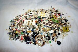 VINTAGE BUTTON MIXED LOT METAL, PLASTIC, MOTHER OF PEARL SEWING CRAFTS 8 1/2 LBS