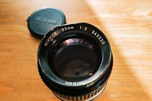 Nikon Nikkor Ai-S 85mm f2 Lens with issues, read description.