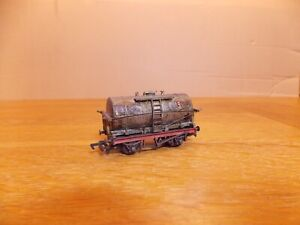 MAINLINE 37-153. TANKER WAGON No 3066 in weathered ESSO Livery OO Gauge