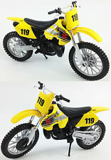 SUZUKI RM 250 1:18 Die-Cast Motocross MX Toy Model Bike Yellow 2-STROKE MAISTO