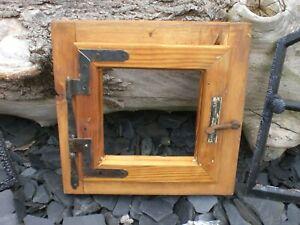 schönes ,altes Holzfenster mit  Rahmen und originalen Beschlägen