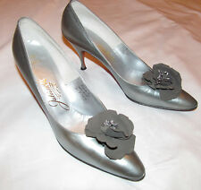 50's Julianelli metallic gray silver / pewter rosette detail pumps shoes 8 Aaa