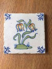 Assez tôt DELFT TILE avec fleurs, 17th ou 18th Siècle