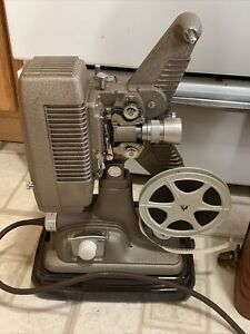 Vintage Revere Model P90 Movie Projector with Case / Works