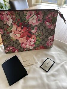 NIB Authetic GUCCI Bloom Leather Pouch Clutch w/ Receipt Rare
