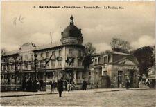 CPA   Saint-Cloud - Place d'Armes - Entrée du Parc- Le Pavillon Bleu   (581664)