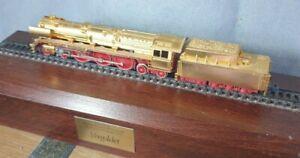 ARNOLD 2707 DB Steam Loco BR 05 GOLD Epoche III N Gauge on plinth READ