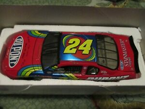 Jeff Gordon #24 DuPont NASCAR 2001 Diecast Monte Carlo 1:24 Scale Stock Car Repl