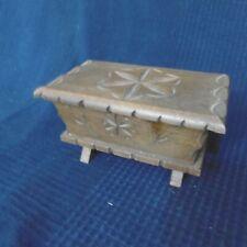 boite en bois sculpte petrin miniature traditionnel ancien vintage ancien