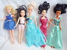 BUNDLE OF 5 DISNEY DOLLS WITH OUTFITS