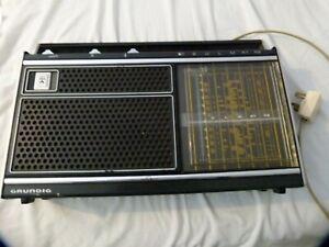 GRUNDIG CONCERT BOY 1100 VINTAGE RADIO MAINS & BATTERY