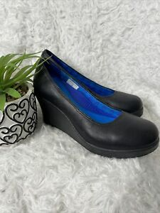 Crocs Women Black Leather A-Leigh Closed Toe Wedge Pump Size 6 EXCELLENT COND.