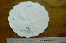 Satin Stitch Embroidered Leaf & Stems IVORY Linen Doily Oval Approx 18x19.7cm